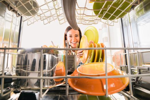 איך לשפר את יכולת הניקיון של מדיח הכלים?